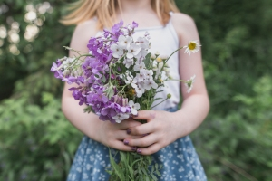 Flowers in Hand Session - Worthington, PA Armstrong County Photographer